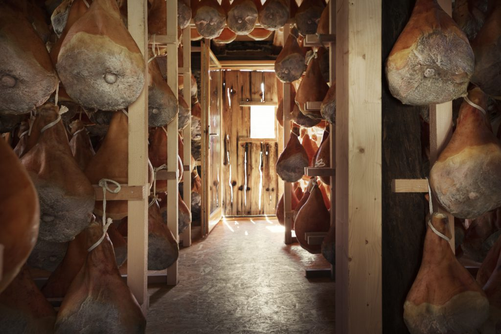 The ageing cellars of the Piora ham